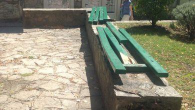 Photo of Čitatelj Sinjske rere  upozorava na stanje drvenih klupa kod fontane Petrovac