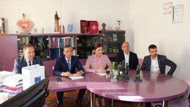 Photo of Potpisan ugovor o dodjeli državnih stanova Gradu Sinju