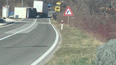 Photo of Prevrtanje kamionske prikolice u Hrvacama