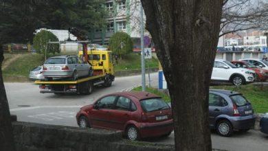 """Photo of """"Pauk diže"""" automobile u ulici Vladimira Nazora kod OŠ Marka Marulića"""