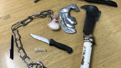 Photo of U Sinju metalnom šipkom i kosirom napao policajca