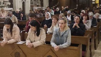 Photo of U crkvi Gospe Sinjske održano je Duhovsko bdjenje
