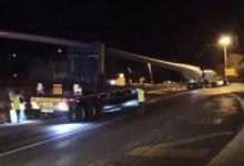 Photo of Video – U Sinju specijalni prijevoz elise, morali skinuti rasvjetni stup