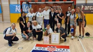 """Photo of """"Crne Ovce"""" osvojile Masters Handball World Cup"""